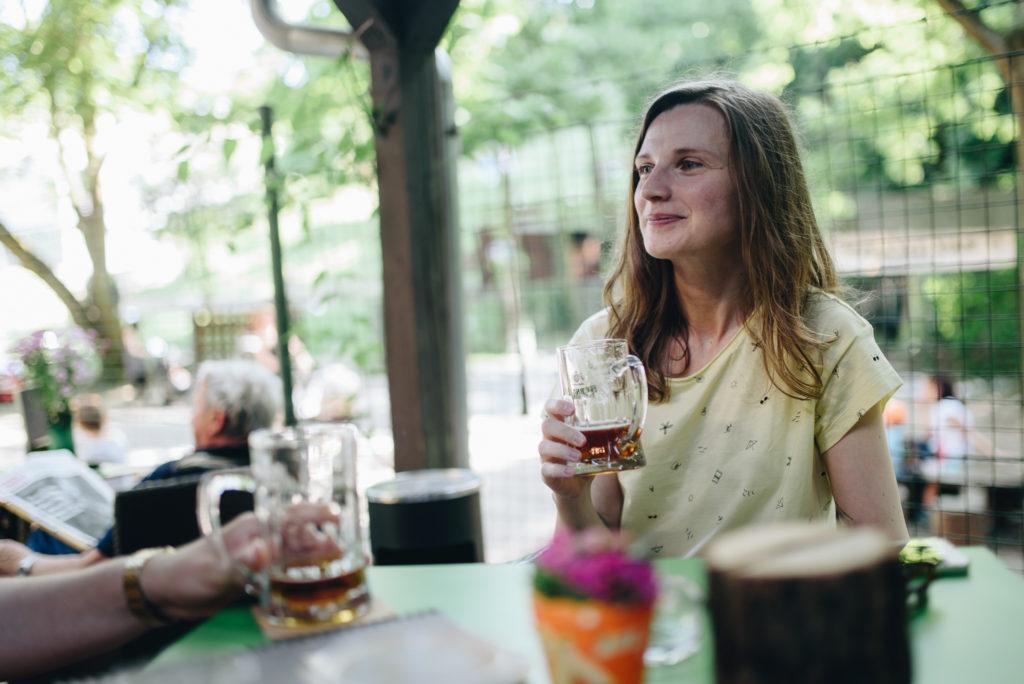 večer pri pive