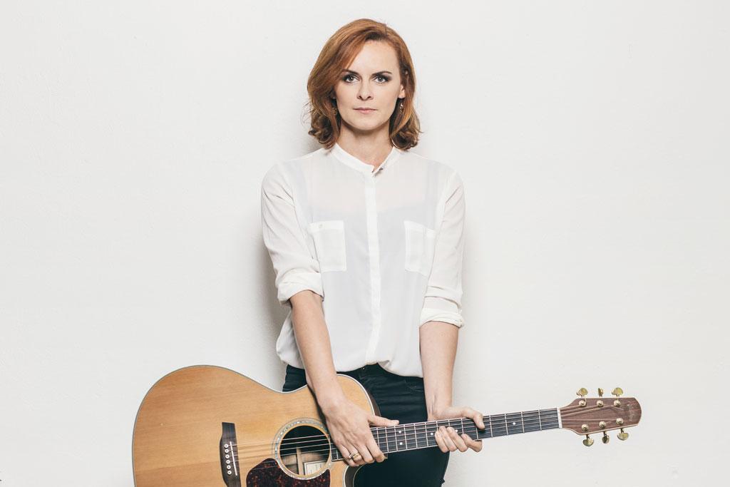 žena s gitarou, Dominika Truban
