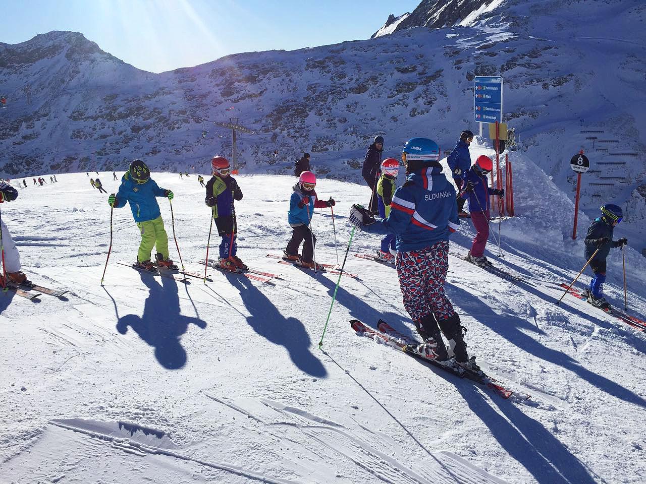 5fa8e6597 Máte doma malého lyžiara? Kedy postaviť dieťa na lyže a koľko ...