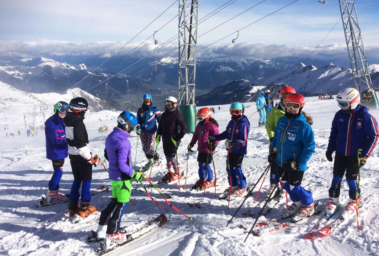 """26771a715 """"V začiatkoch sú najvhodnejšie rôzne varianty lanových alebo pásových  vlekov, ktoré sa často využívajú v areáloch lyžiarskych škôl, ..."""