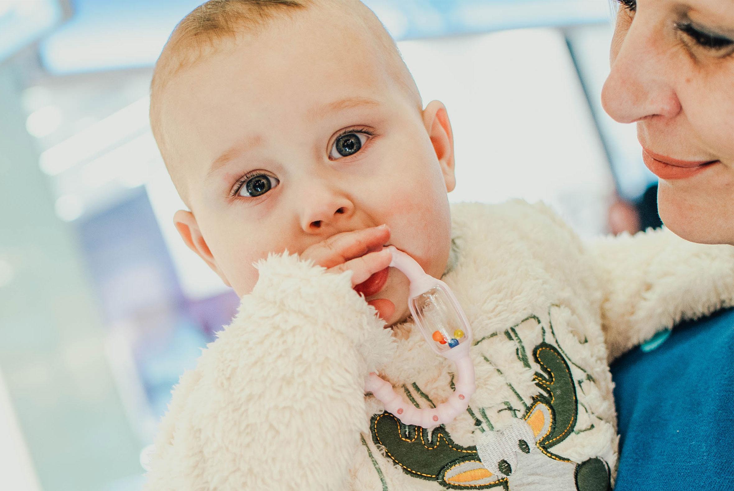 1c7061fbe080 Za zdravie úst dieťatka sú zodpovední v prvom rade rodičia. Výber cumlíka a  neskôr aj zubnej kefky ovplyvní jeho zuby na celý život.